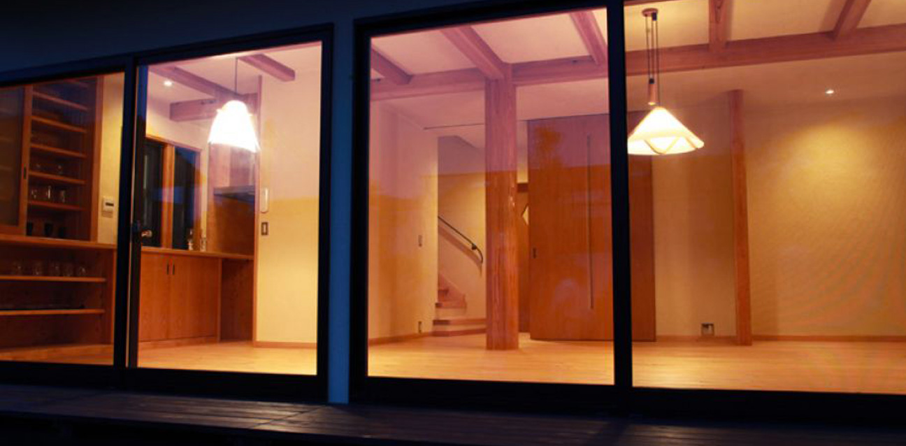 自然素材を使い、心地よく美しい、 年と共に味わいを増す家づくり 暮らしの整え『日暮らし設計室』